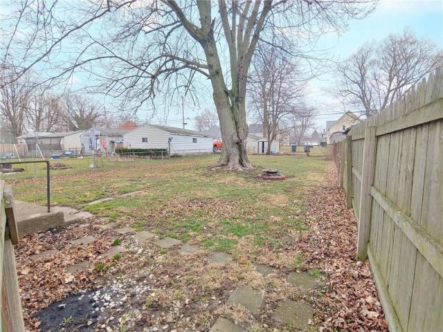 Yard featured at 706 N Sexton St, Rushville, IN 46173