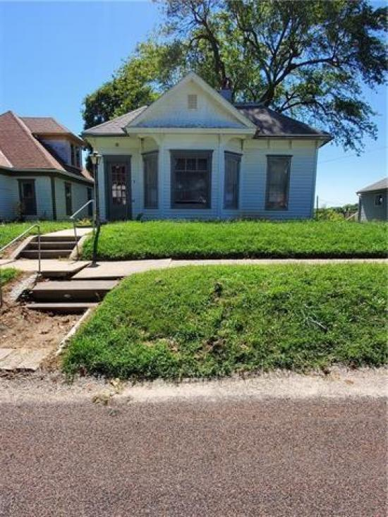 Yard featured at 217 W State St, Troy, KS 66087