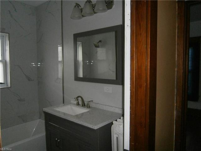 Bathroom featured at 126 S Pearl St, Youngstown, OH 44506
