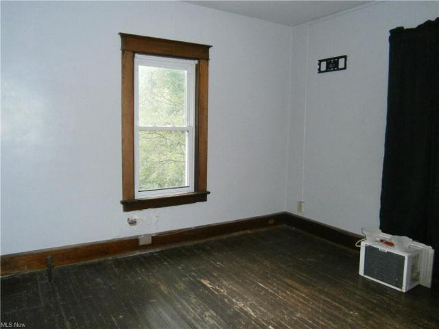Bedroom featured at 126 S Pearl St, Youngstown, OH 44506