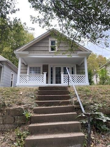 Porch featured at 61 S 11th St, Kansas City, KS 66102