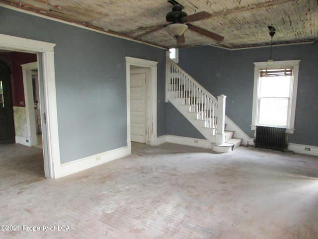 Garage featured at 329 E Main St, Plymouth, PA 18651