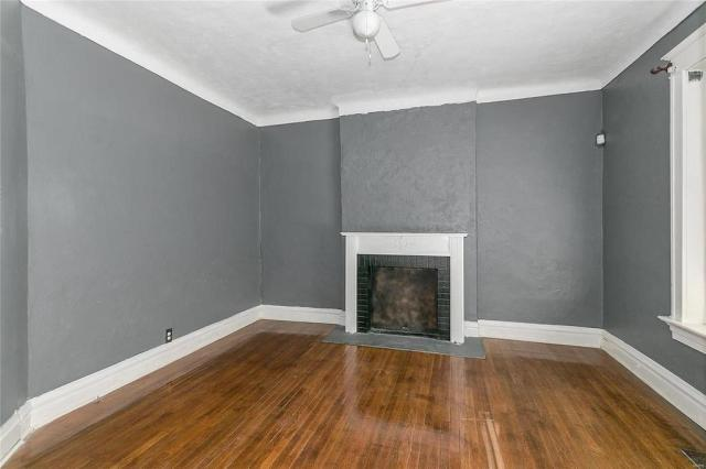 Living room featured at 3619 N Taylor Ave, Saint Louis, MO 63115