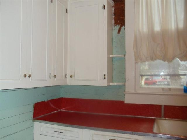 Laundry room featured at 69 5th St, Gates, TN 38037