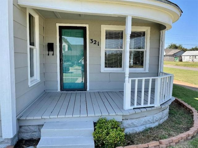 Porch featured at 321 N Julian St, Altus, OK 73521