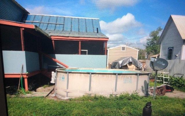 Porch yard featured at 201 2nd St NE, Live Oak, FL 32064