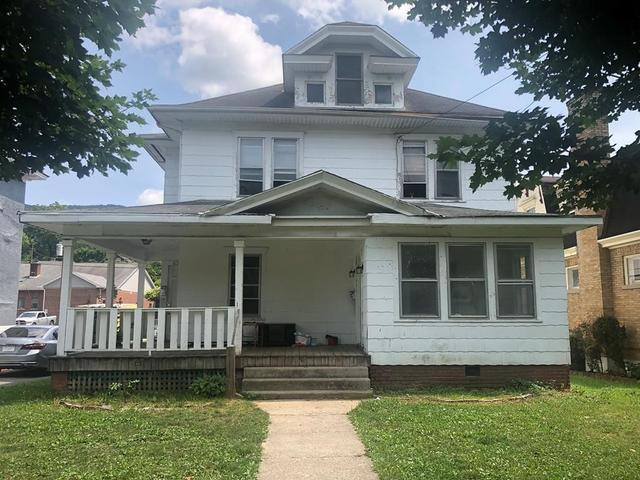Porch featured at 635 College Ave, Bluefield, WV 24701