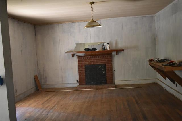 Living room featured at 112 Falcon St, Selmer, TN 38375