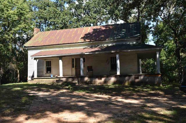 House view featured at 112 Falcon St, Selmer, TN 38375