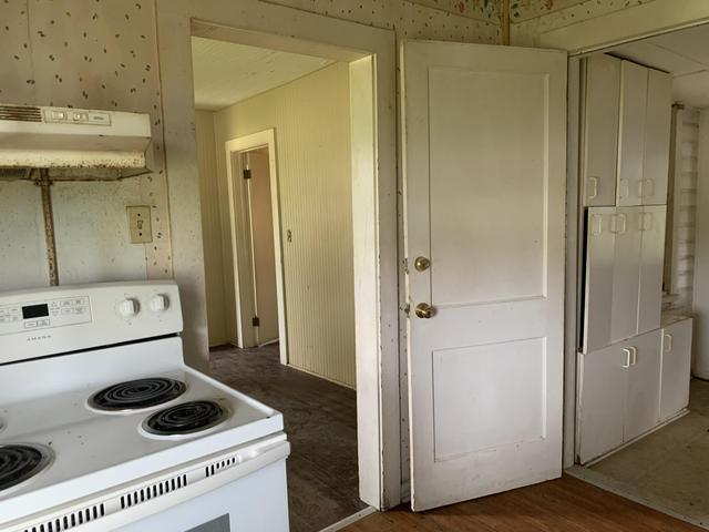 Laundry room featured at 12374 Lakeshore Dr, Canal Point, FL 33438