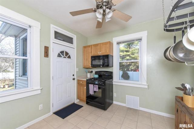 Laundry room featured at 1219 N Garfield Ave, Peoria, IL 61606