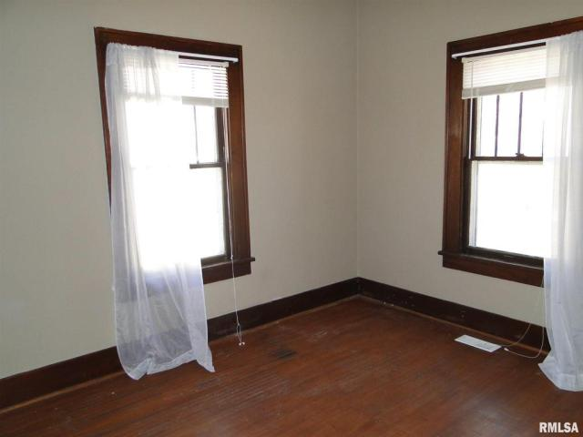 Bedroom featured at 113 Chandler Blvd, Macomb, IL 61455