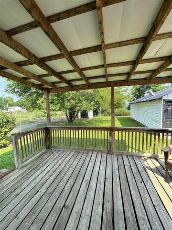 Porch featured at 228 Ridge St, South Shore, KY 41175