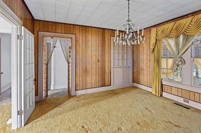 Garage featured at 211 W Adams St, Tennille, GA 31089