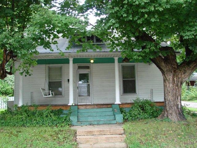 Porch featured at 107 N Porter St, Paris, TN 38242