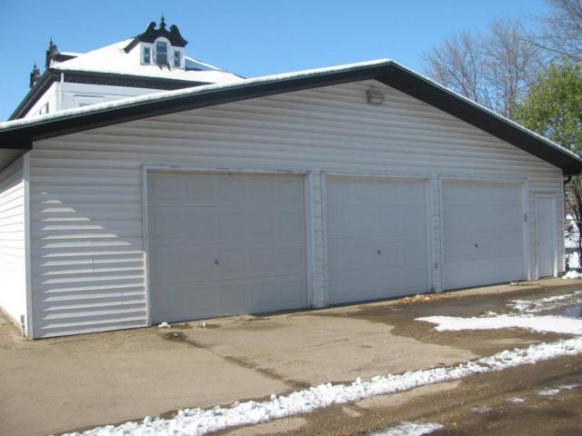 Garage featured at 301 S 4th St, Milbank, SD 57252