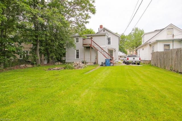 Yard featured at 321 W 8th St, Lorain, OH 44052