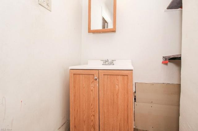 Bathroom featured at 321 W 8th St, Lorain, OH 44052