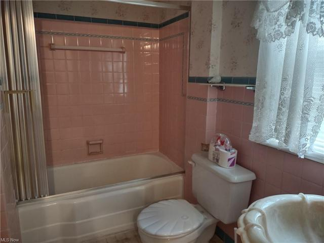 Bathroom featured at 27 W 4th St, Newton Falls, OH 44444