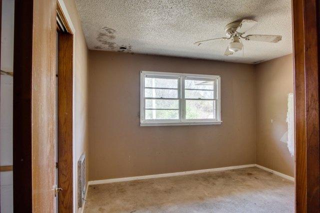 Bedroom featured at 6490 Old Lee Hwy, Cherokee, AL 35616