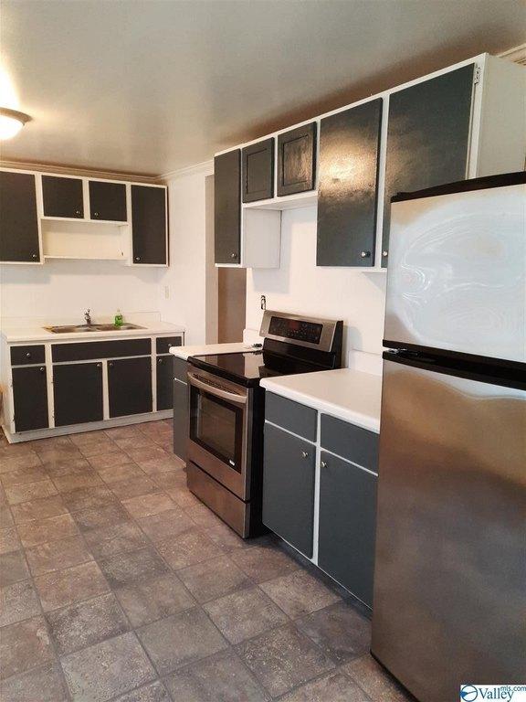Kitchen featured at 1406 Peachtree St, Gadsden, AL 35901