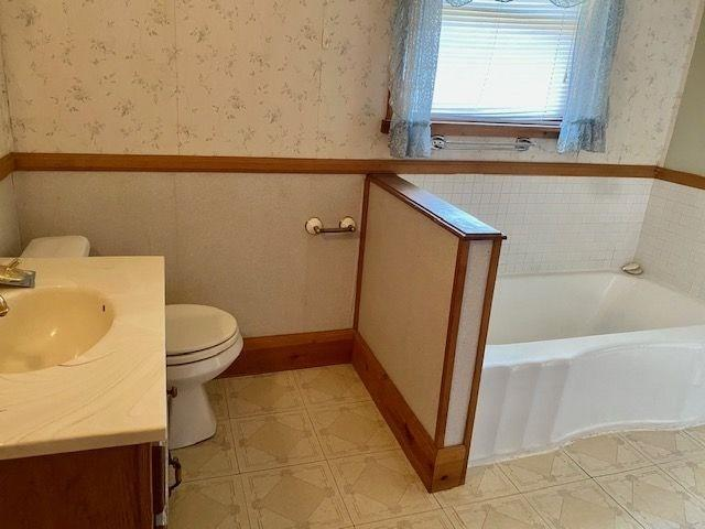 Bathroom featured at 501 National Rd, Wheeling, WV 26003