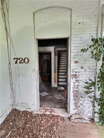 Porch featured at 720 S Cedar St, Nevada, MO 64772