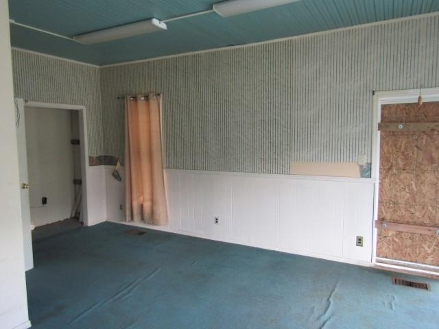 Bedroom featured at 417 W Western Ave, Connersville, IN 47331