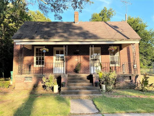 Porch yard featured at 217 Jackson Ave, Greenwood, SC 29646
