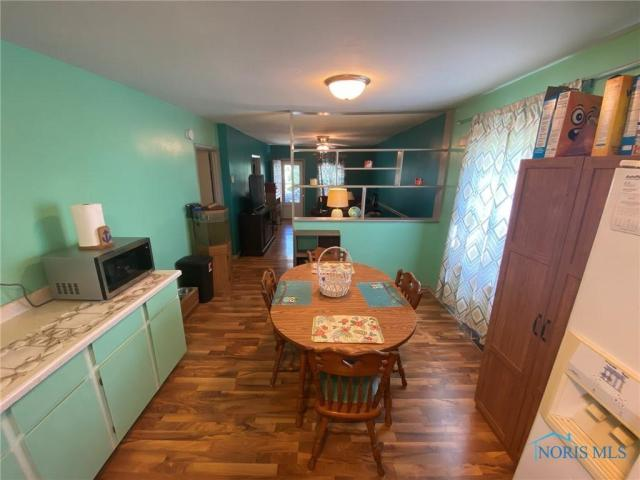 Dining room featured at 205 Milford St, Toledo, OH 43605