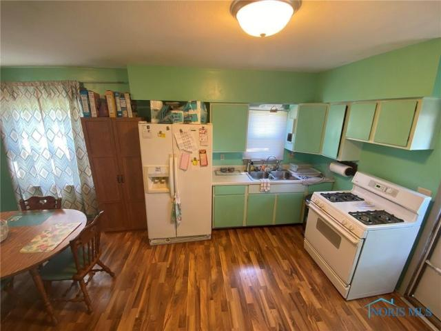 Kitchen featured at 205 Milford St, Toledo, OH 43605