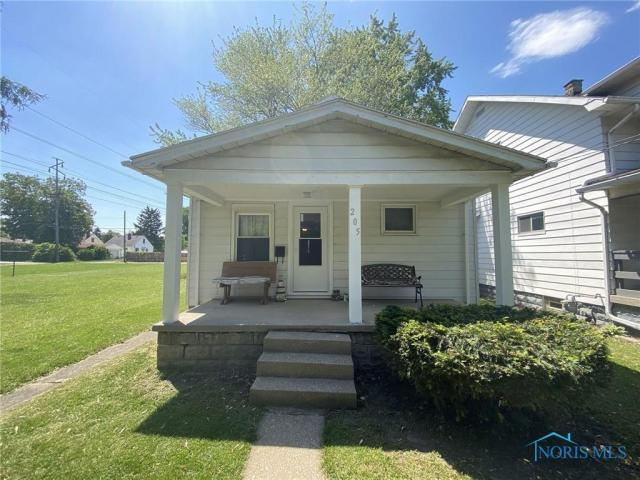 Porch featured at 205 Milford St, Toledo, OH 43605