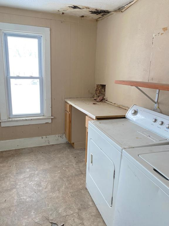 Laundry room featured at 1224 James Ave, Albert Lea, MN 56007