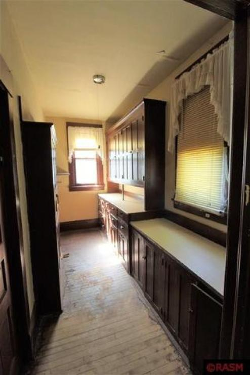 Kitchen featured at 418 S Broadway St, New Ulm, MN 56073