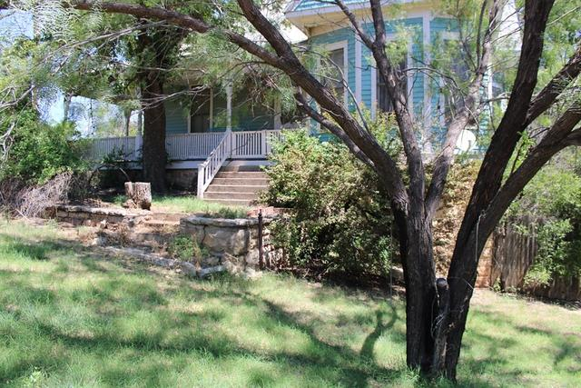 Yard featured at 208 N 11th St, Ballinger, TX 76821