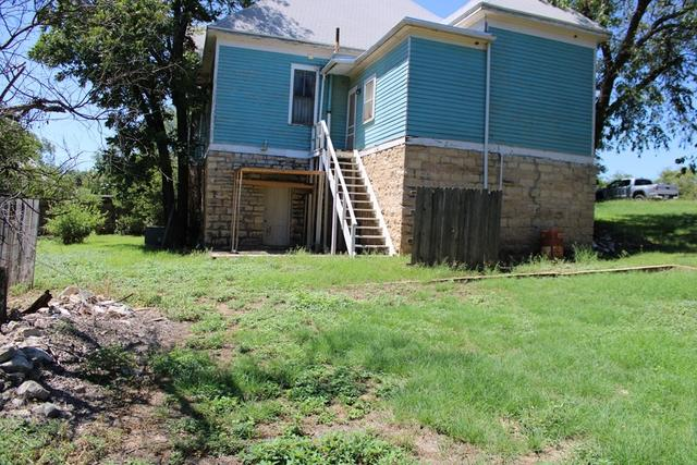 House view featured at 208 N 11th St, Ballinger, TX 76821