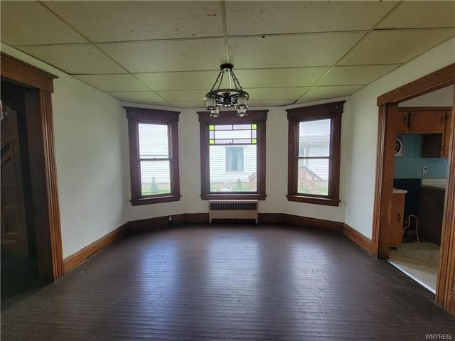 Living room featured at 24 Stevens Ave, Friendship, NY 14739