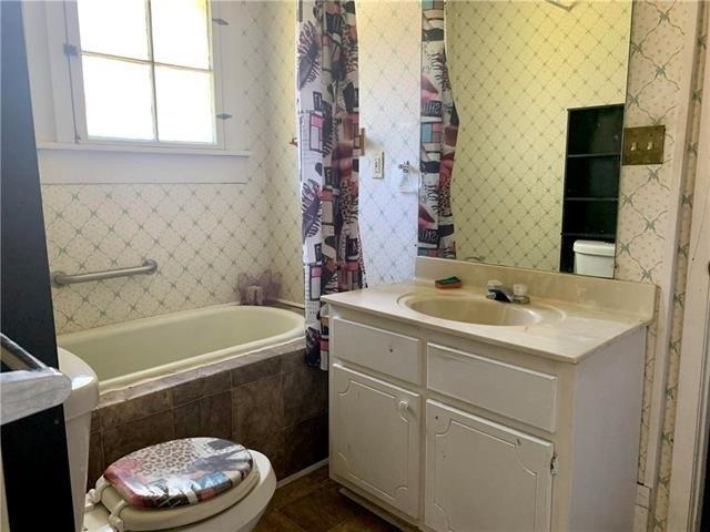 Bathroom featured at 605 Huron Ave, Bogalusa, LA 70427