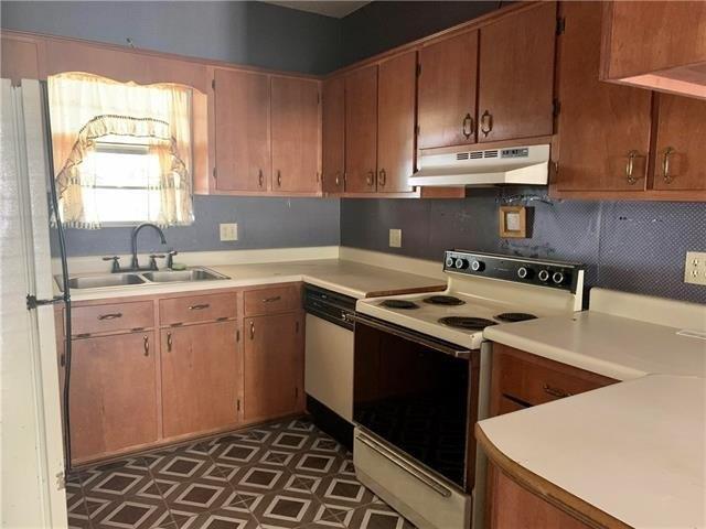 Kitchen featured at 605 Huron Ave, Bogalusa, LA 70427