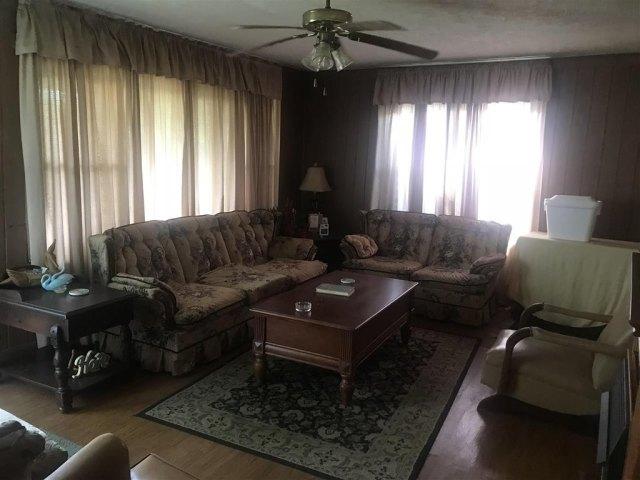 Living room featured at 30 Puckett Ln, Milan, GA 31060