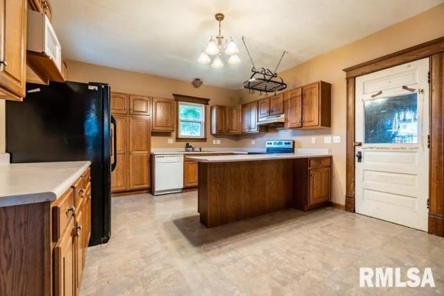 Kitchen featured at 1197 Clark St, Lowpoint, IL 61545