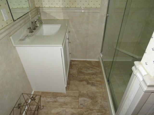 Bathroom featured at 205 State Route 88, Finleyville, PA 15332