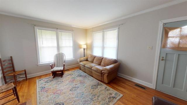 Living room featured at 516 Phillips St, Dyersburg, TN 38024