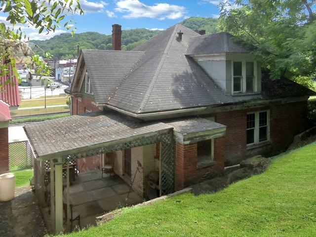 Porch yard featured at 713 Virginia Ave, Bluefield, VA 24605