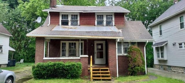 Porch featured at 429 E Thornton St, Akron, OH 44311