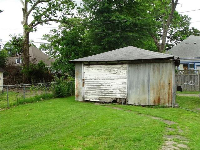 Yard featured at 415 N 17th St, Fort Smith, AR 72901