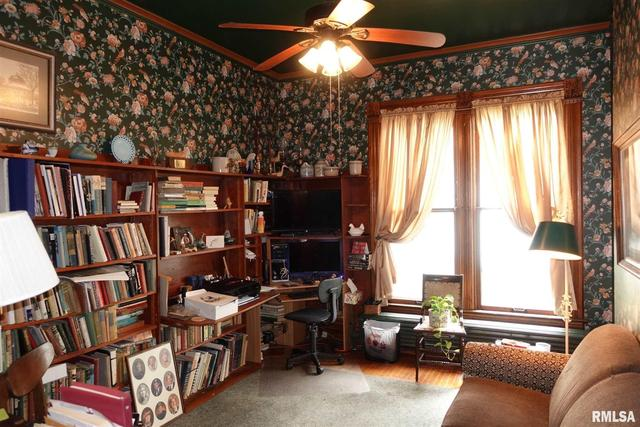 Living room featured at 624 N Cherry St, Galesburg, IL 61401
