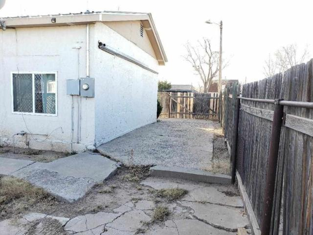 Road view featured at 1011 W Walnut St, Roswell, NM 88203