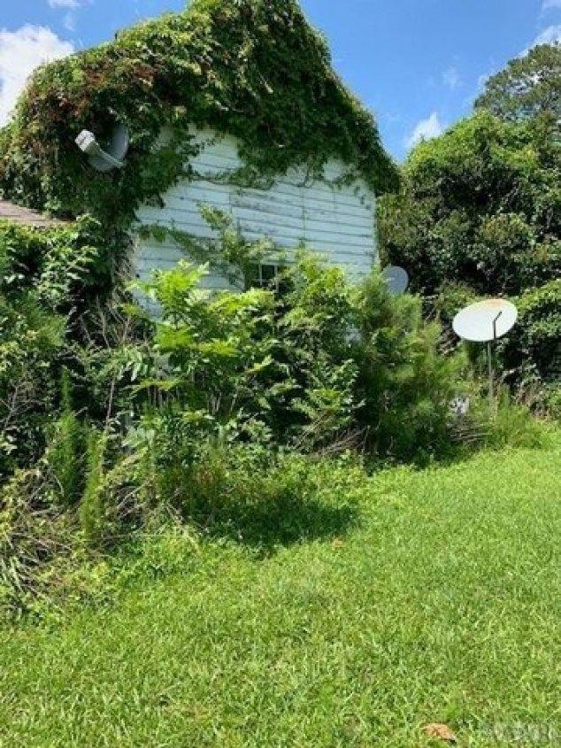 Yard featured at 2604 Wakelon Rd, Colerain, NC 27924