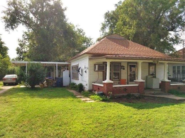 Porch yard featured at 217 N Main St, Argonia, KS 67004
